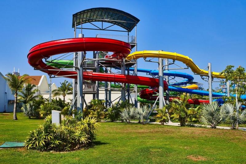 Khu vui chơi của bể bơi riêng tại resort