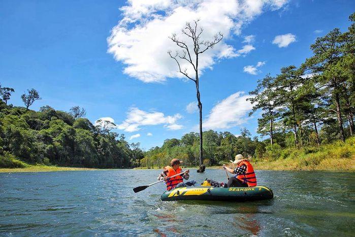 Boating on Tuyen Lam Lake
