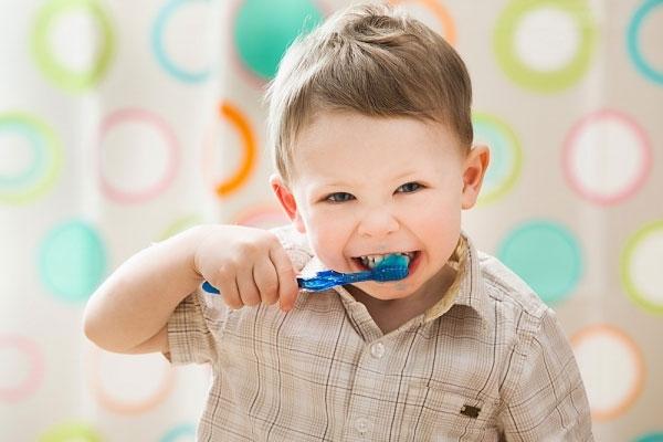 Chỉ chú ý mặt ngoài của răng và bỏ quên các vùng khác là nguyên nhân gây sâu răng, hôi miệng