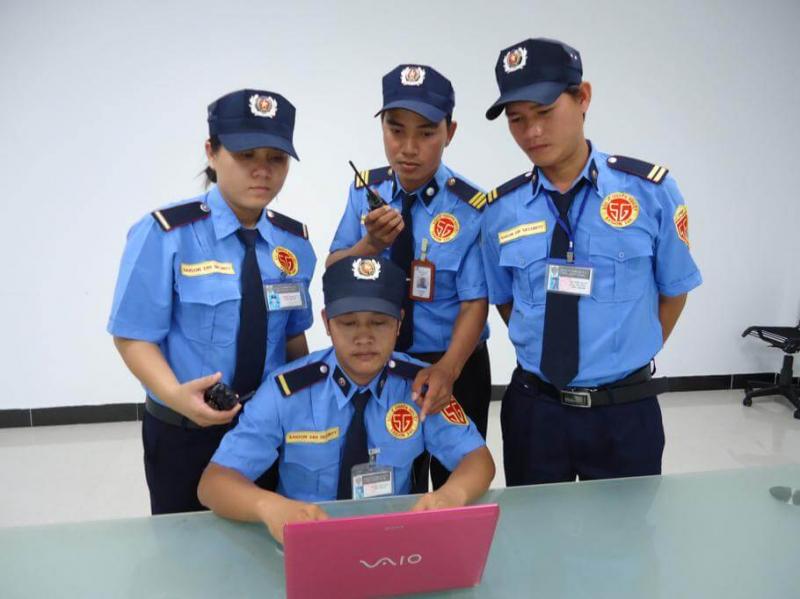 Đội ngũ bảo vệ đều được tuyển chọn kĩ lưỡng và trải qua quá trình đào tạo nghiêm ngặt