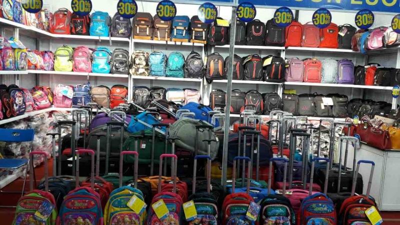Không gian mua sắm rộng rãi, hàng hóa đa dạng tại Miti Vinh.