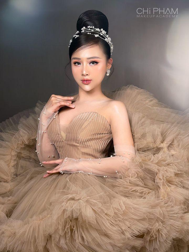 Chi Phạm Make Up Academy