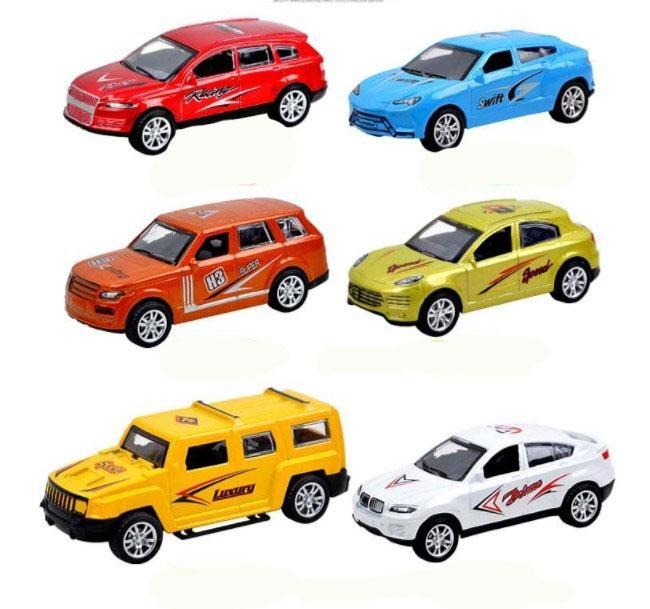 Tuy là chiếc ô tô đồ chơi nhưng được làm trông rất giống một chiếc ô tô thật.