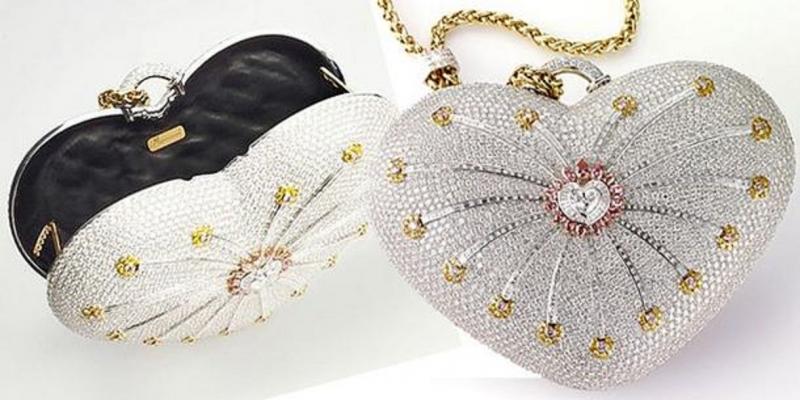 Chiếc túi được thiết kế hình trái tim nạm vàng và kim cương với tổng trọng lượng lên tới 381,92 carat