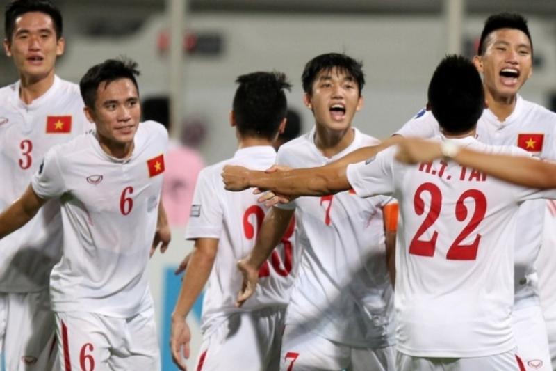 Các cầu thủ U19 Việt Nam ăn mừng chiến thắng