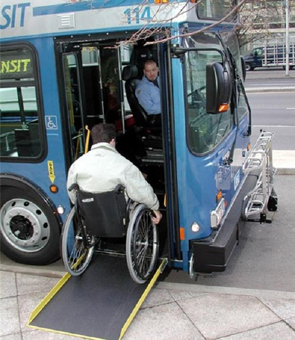 Ở Mỹ, người khuyết tật cũng có thể đi xe bus một cách dễ dàng