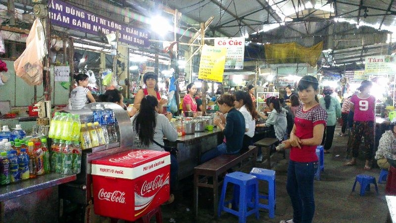 Không gian bên trong chợ