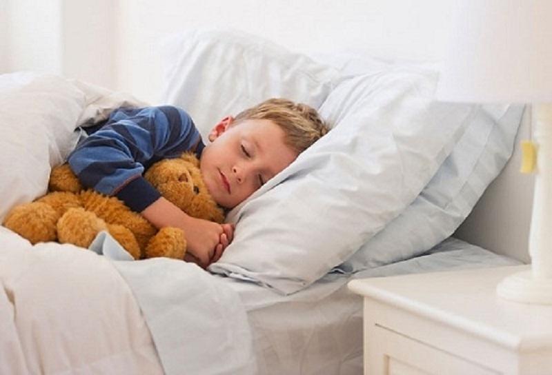 Ngủ cùng gấu bông