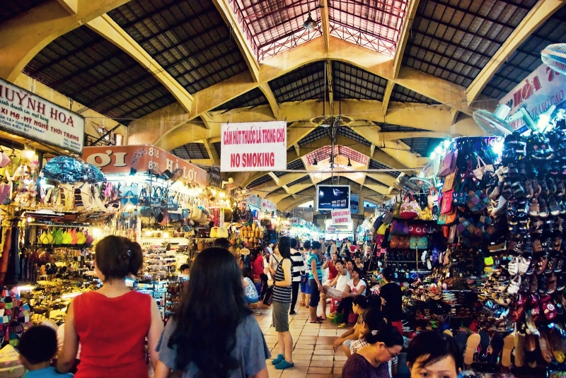 Một góc chợ tấp nập bên trong chợ Bến Thành
