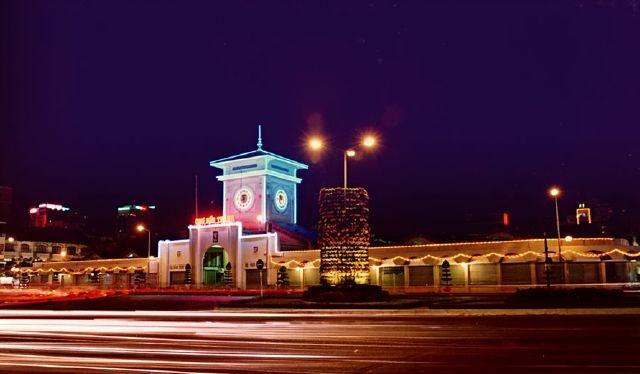Chợ Bến Thành về đêm