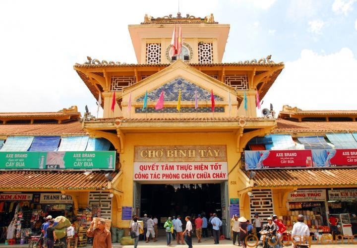 Cổng chợ Bình Tây với lối kiến trúc đậm chất Á Đông