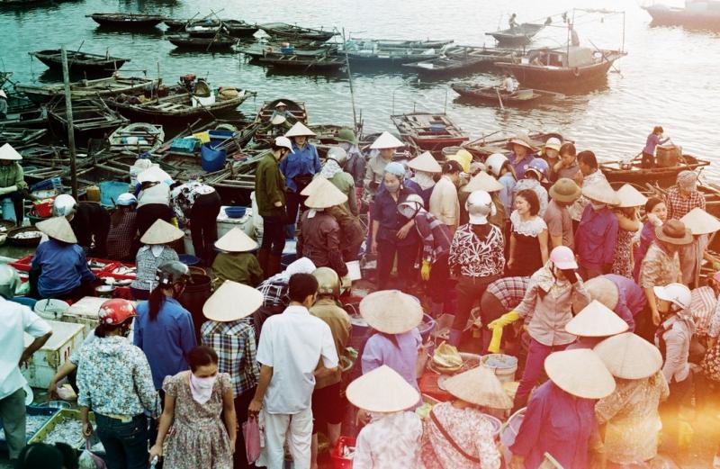 Chợ hải sản Hòn Gai