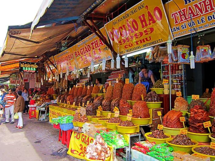 Chợ Châu Đốc với đa dạng các loại mắm