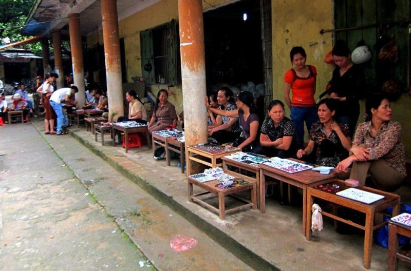 Một góc phiên chợ Đá quý Lục Yên