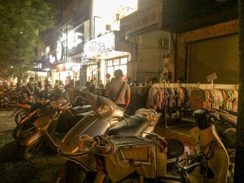 Chợ đêm Chùa Bộc Thái Hà