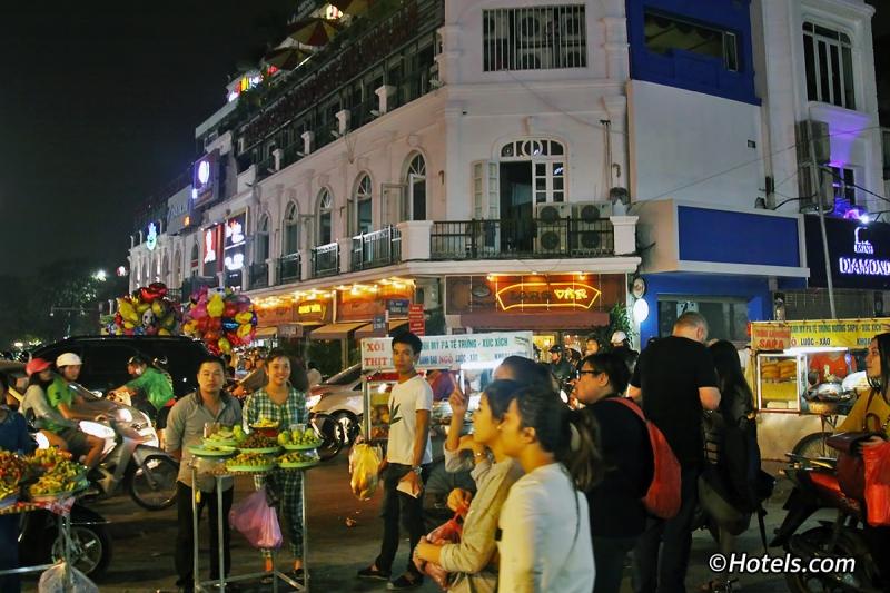 Chợ đêm Hà Nội cuối tuần