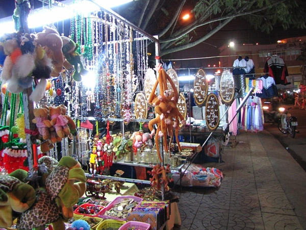 Chợ đêm Hòa Bình