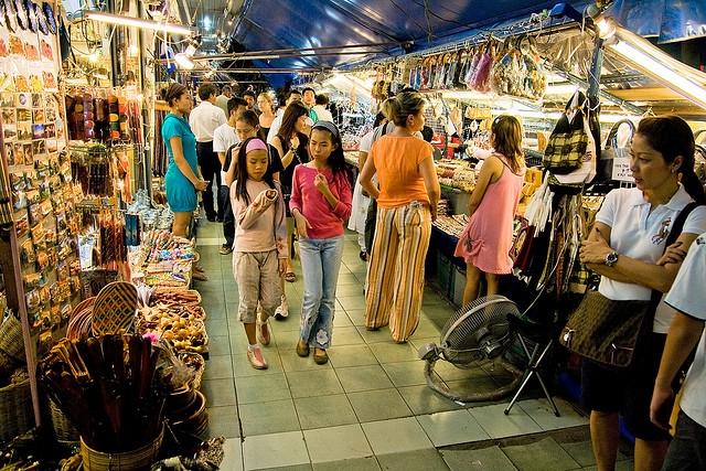 Chợ đêm Kỳ Hòa đa dạng các mặt hàng