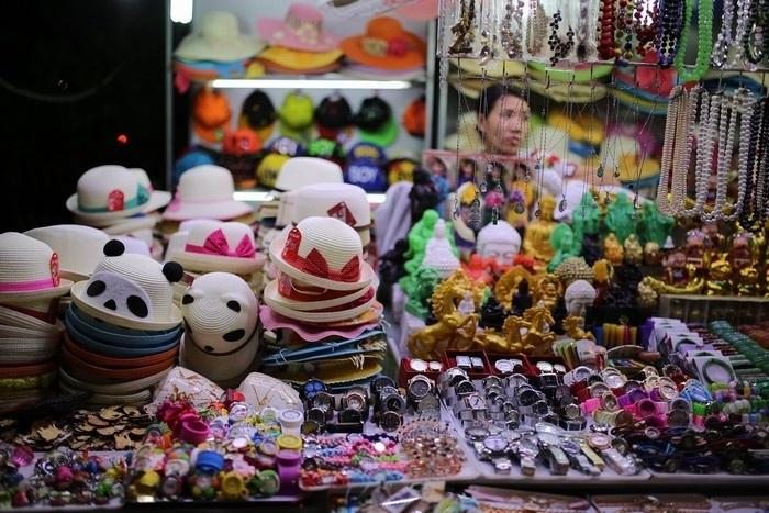 Các mặt hàng ở chợ đêm Nha Trang rất phong phú và đa dạng