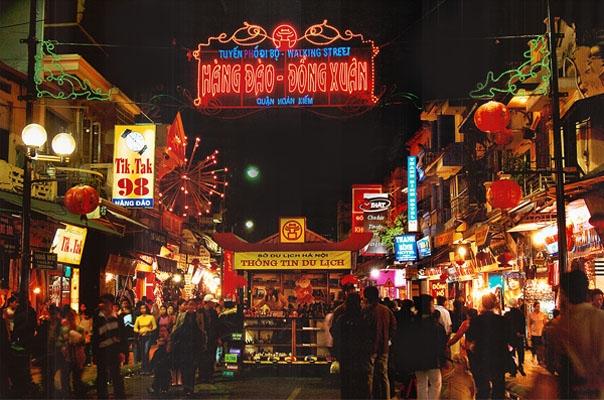 Chợ đêm phố cổ lúc nào cũng đông vui tấp nập