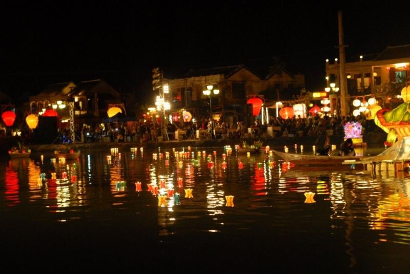 Chợ đêm phố cổ - Hà Nội