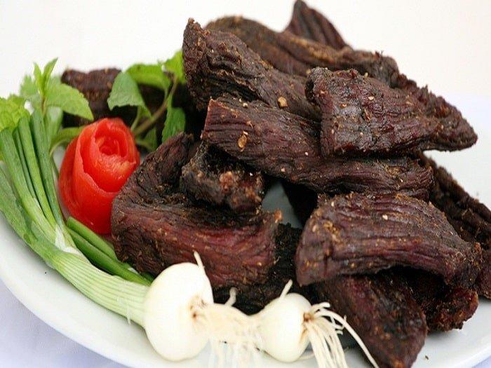 Thịt trâu gác bếp tại chợ đêm Sapa