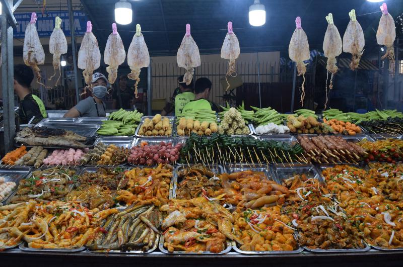 Chợ đêm Trần Phú với nhiều loại ẩm thực thơm ngon