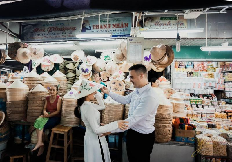 Chợ Đông Ba là điểm đến có sức hút đặc biệt, mà dường như đã quá quen thuộc với du khách dù vào ngày nắng hay mưa, dù hành trình thăm Huế dài hay ngắn.