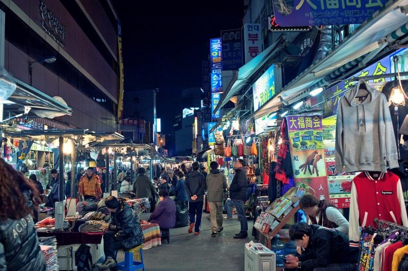 Khu chợ luôn mở đến tận đêm khuya