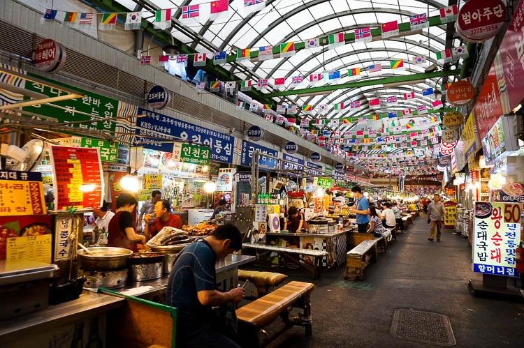 Ẩm thực là điểm sáng của khu chợ Gwangjang