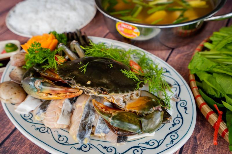 Đồ ăn tại đây khá tươi ngon, nhiều món, phong phú hải sản, phục vụ các bữa nhậu hay các buổi xem bóng đá rất hợp lý