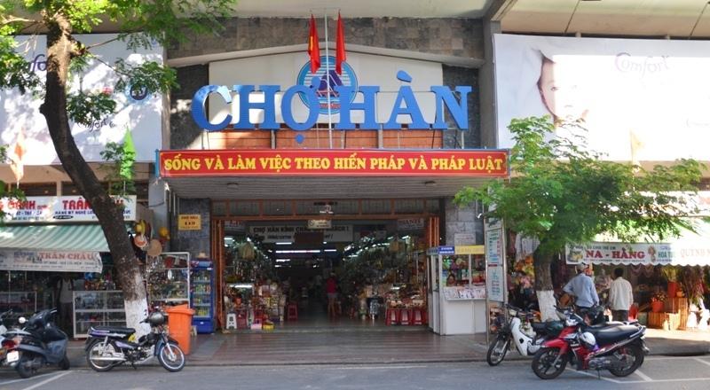 Lối vào cửa chính của chợ Hàn.