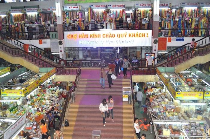 Chợ Hàn có kiến trúc đẹp và thoáng, với quy mô 576 gian hàng trải trên diện tích 28.000m2