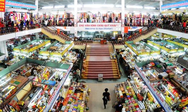 Chợ Hàn sầm uất với nhiều mặt hàng phong phú.