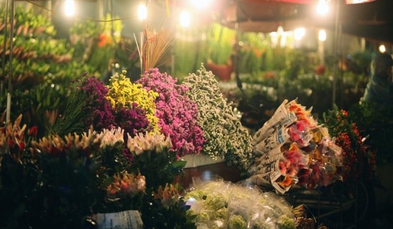 Chợ hoa đêm Mê Linh