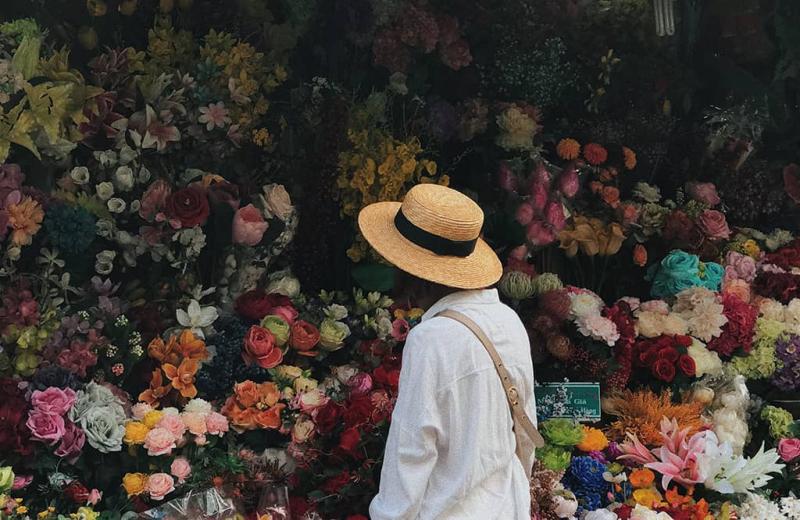 Nụ cười rạng rỡ của người bán hoa