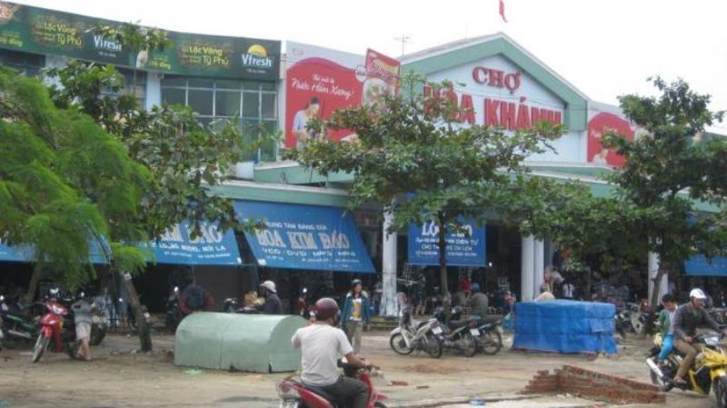 Chợ Hòa Khánh nhìn từ bên ngoài