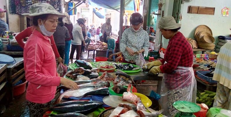 Chợ đa dạng các loại hải sản