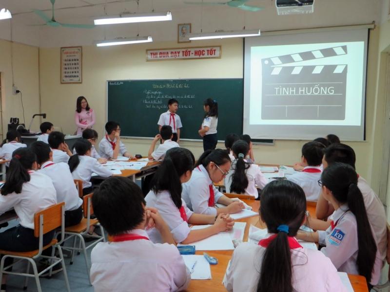 Cho học sinh ngồi thoải mái, không gò bó