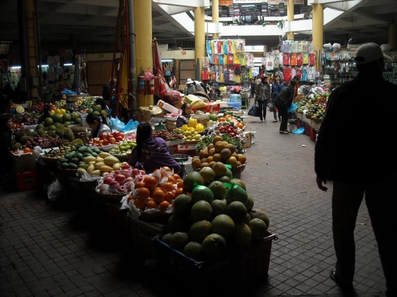 Chợ Hôm - thiên đường mua sắm