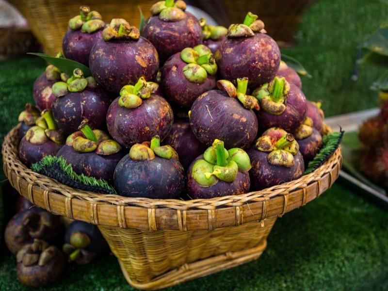 Ở đây còn có các loại hoa quả tươi ngon