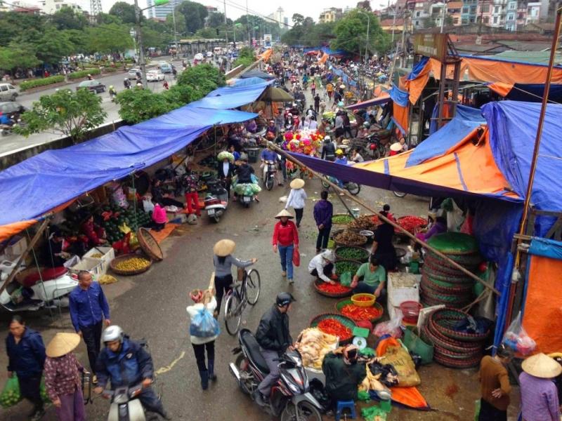 Một dải chợ Long Biên tấp nấp