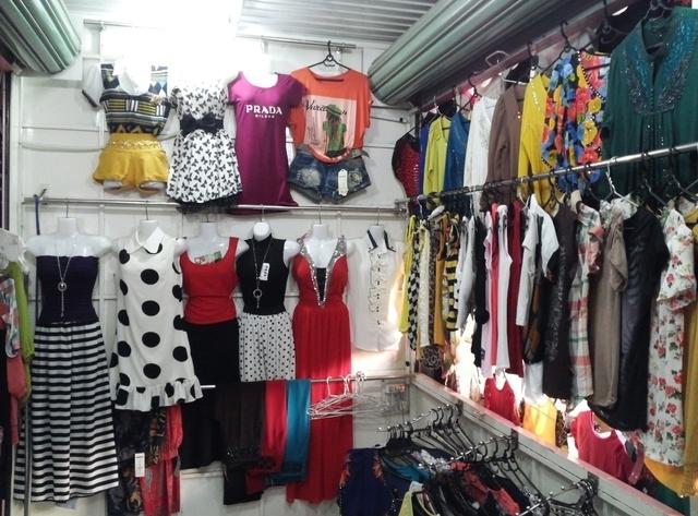 Khu quần áo tuy ít hơn những khu chợ kia nhưng các mặt hàng rất mới và đẹp