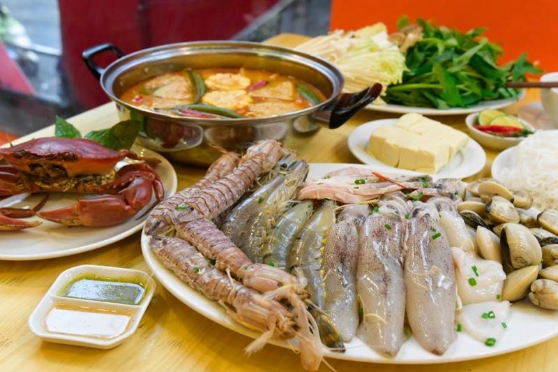Đến chợ các bạn sẽ chọn cho gia đình những bữa cơm ngon miệng, giàu dinh dưỡng và an toàn.
