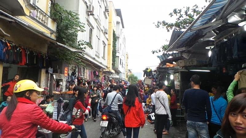 Chợ nhà Xanh luôn đông đúc người qua lại