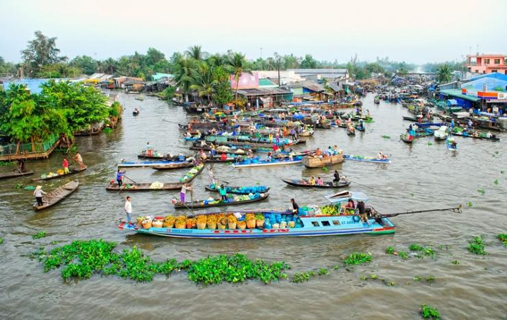 Chợ nổi Ngã Năm không chỉ là một chợ có từ lâu đời mà còn nhộn nhịp nhất ở vùng đồng bằng sông Cửu Long