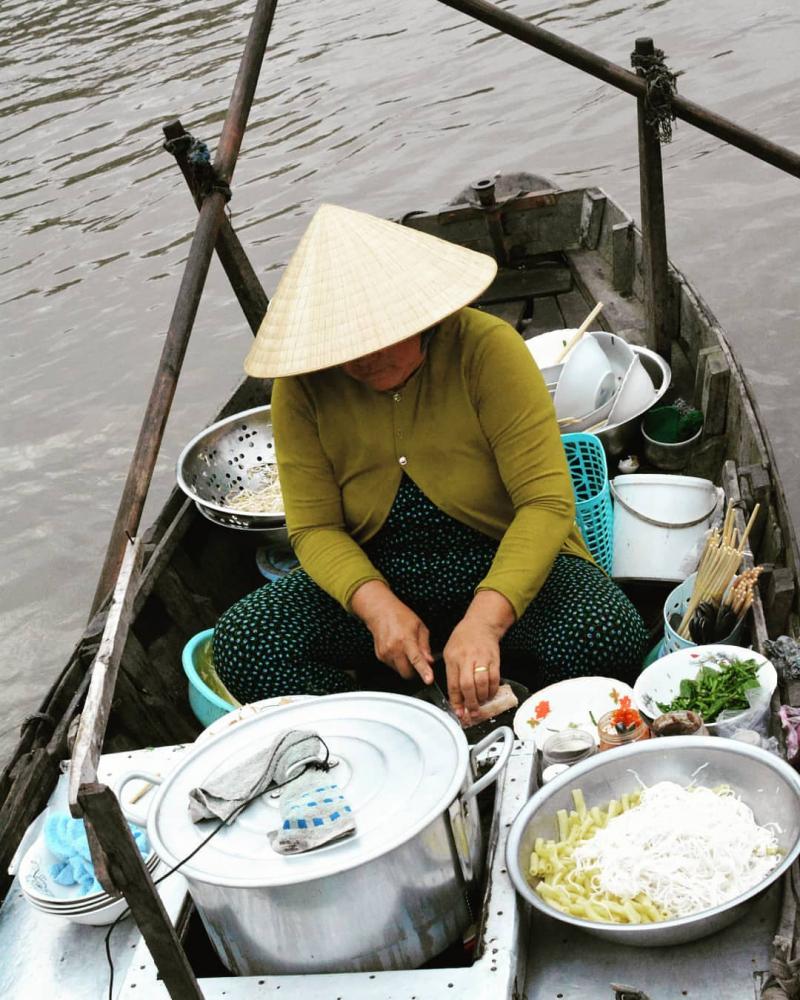 Chợ nổi Phong Điền - Cần Thơ còn cả một gian ẩm thực