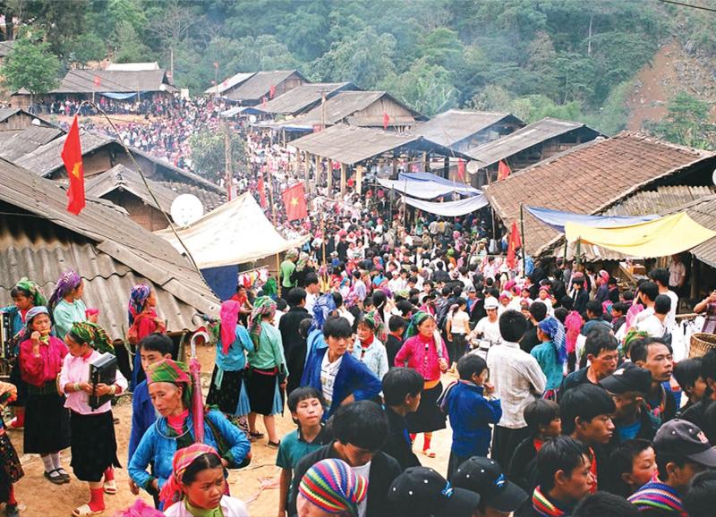 Chợ phiên vùng cao Tả Sìn Thàng