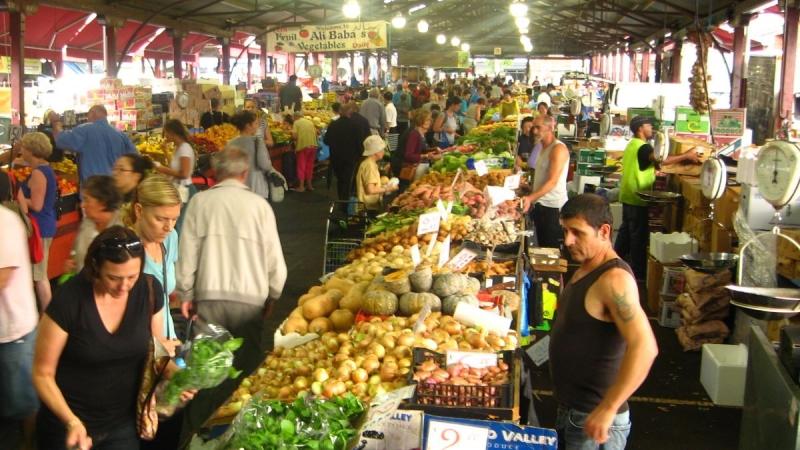 Một góc bán rau củ quả ở chợ Vic