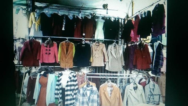 Quần áo với nhiều kiểu dáng, màu sắc